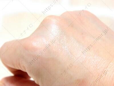 手の甲に塗り広げてみた ラポマイン 口コミ